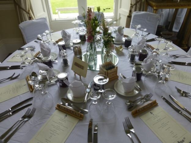 wedding-table-with-jams