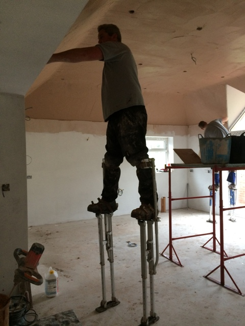 plasterers-at-work-on-stilts-2