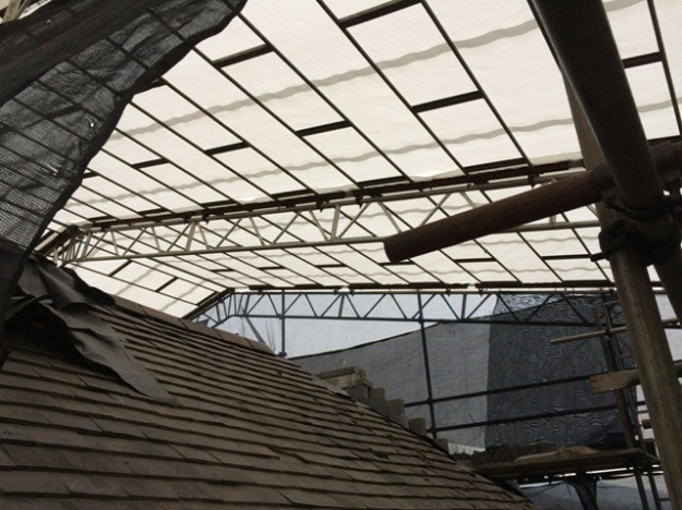 inside-canopy-on-scaffolding-left-side-of-house