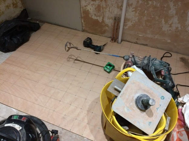 new-bathroom-wood-screwed-down-in-a-grid-pattern-to-ensure-tiles-will-be-laid-on-a-solid-base