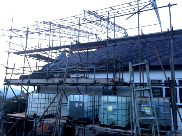 new-scaffolding-going-up-to-cover-house-pic-3