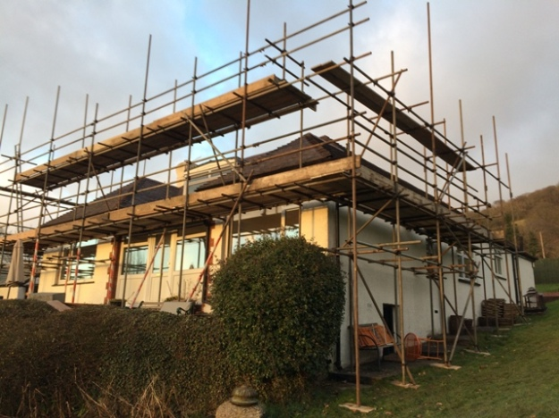 scaffolding-at-the-right-hand-side