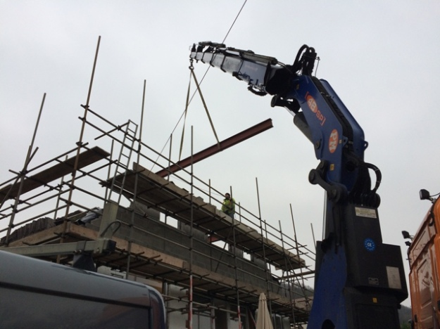 second-beam-being-craned-in-pic-4