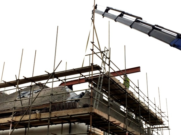 second-beam-being-craned-in-pic-5