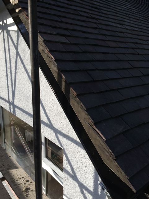 Cementing of the roof tiles at the gable end