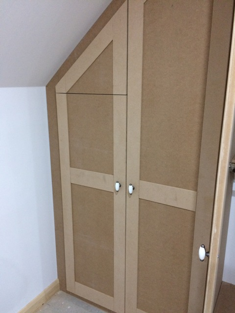 Wardrobe under the sloping roof adapted to fit